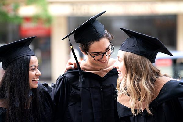 estudiantes de university canada west
